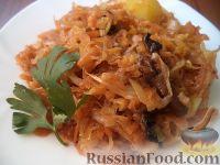 Фото к рецепту: Тушеная молодая капуста с грибами и картофелем
