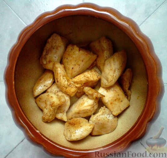 куриное филе с картошкой в горшочках с грибами