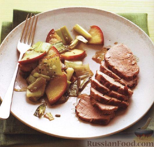 Рецепт Свинина с яблоками и луком