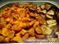 Фото приготовления рецепта: Тыква, запеченная в духовке с яблоками и айвой - шаг №2