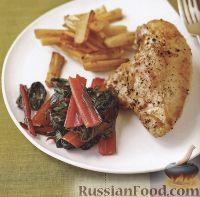 Фото к рецепту: Куриное филе с пастернаком и свекольной ботвой