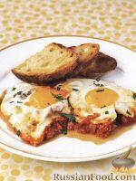Фото к рецепту: Яичница с томатным соусом