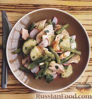 Фото к рецепту: Салат из семги, огурца и стручковой фасоли