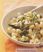 Фото к рецепту: Макароны с козьим сыром и спаржей