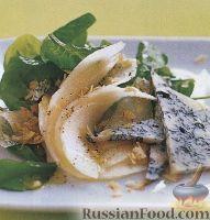 Фото к рецепту: Салат из шпината, груши и голубого сыра