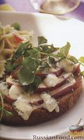 Фото к рецепту: Сэндвич с грушей и голубым сыром