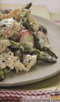 Фото к рецепту: Куриный салат со спаржей и редисом