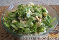 Фото к рецепту: Салат из курицы с яблоком, морковью, сельдереем и листьями салата
