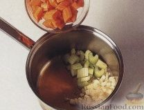 Фото приготовления рецепта: Желе из каркаде, с ломтиками мандарина - шаг №3