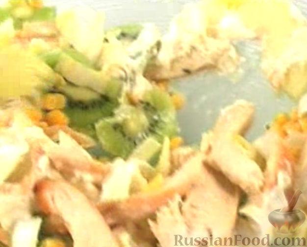 Рецепт Куриный салат с киви