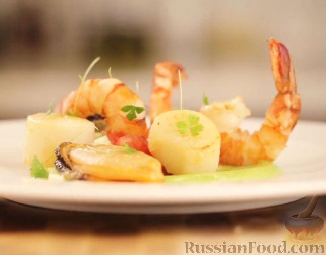 Рецепт Салат из морепродуктов с соусом из авокадо