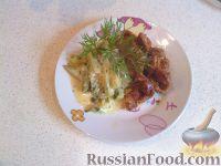 Фото к рецепту: Жареные куриные потрошки с гарниром из молодых кабачков