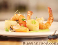 Фото к рецепту: Салат из морепродуктов с соусом из авокадо