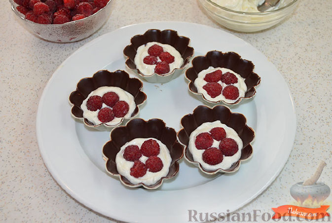 Фото приготовления рецепта: Творожок в шоколаде - шаг №5