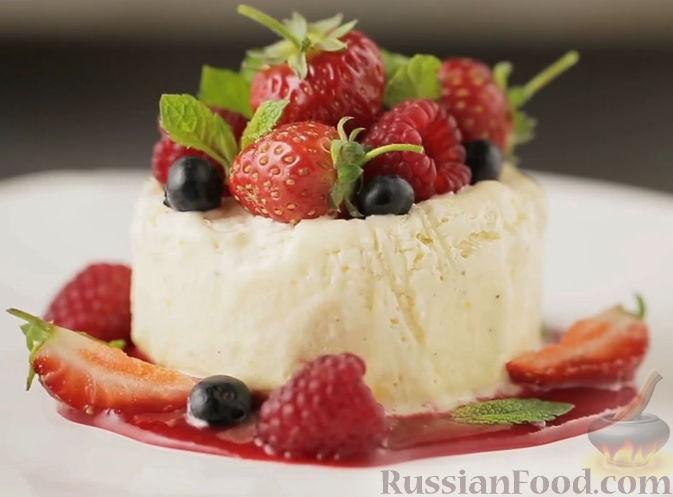Рецепт Семифредо с ягодным соусом