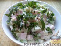 """Фото к рецепту: Салат """"Оливье"""" с вареной колбасой"""