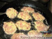 Фото приготовления рецепта: Нежные куриные котлеты - шаг №4