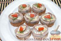 Фото приготовления рецепта: Канапе с селедкой - шаг №7