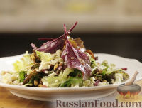 """Фото к рецепту: Салат с голубым сыром и заправкой """"Винегрет"""""""