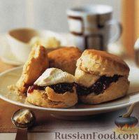 Фото к рецепту: Сконы с маслом и джемом