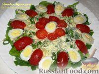 Фото к рецепту: Салат со шпинатом, помидорами и перепелиными яйцами