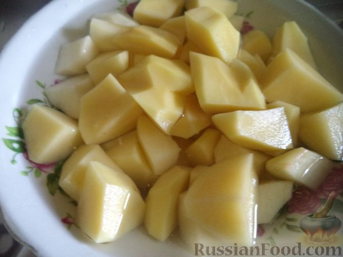 Фото приготовления рецепта: Красный борщ с говядиной и черносливом - шаг №5