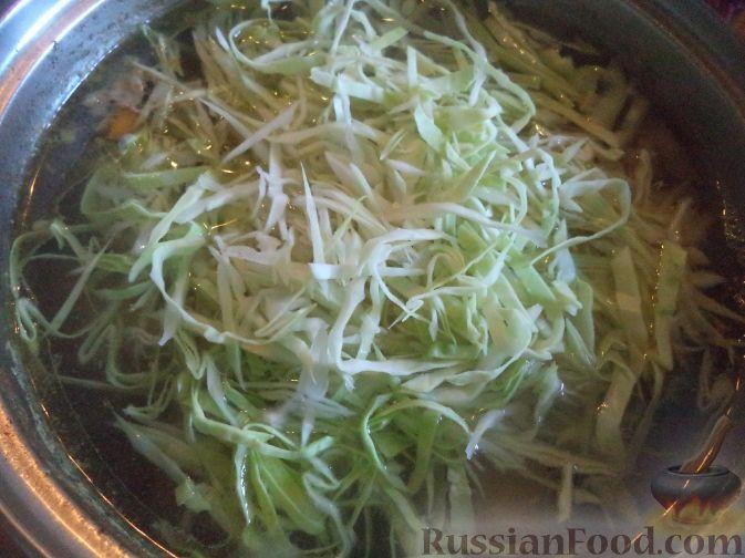 Фото приготовления рецепта: Красный борщ с говядиной и черносливом - шаг №13