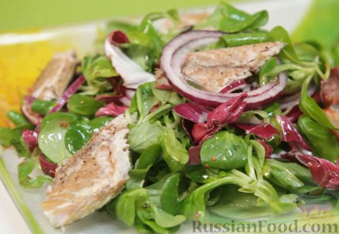 Рецепт Салат из зелени со скумбрией горячего копчения