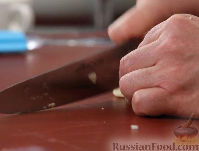 Фото приготовления рецепта: Говяжий суп с рисовой лапшой - шаг №6