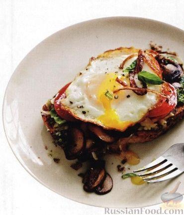 Рецепт Горячие бутерброды с грибами, шалотом, помидорами и яйцами