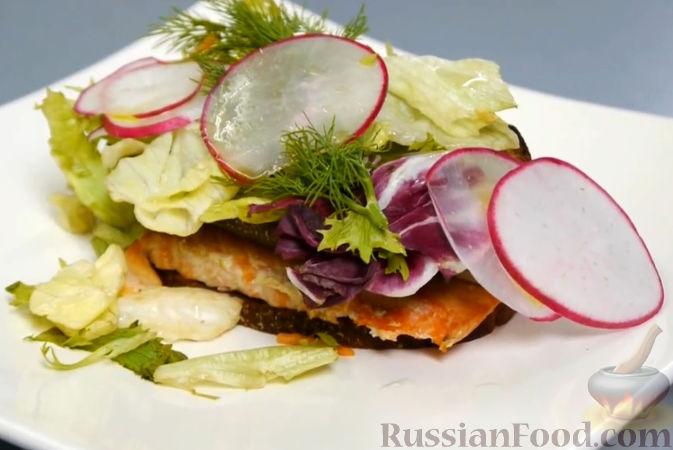 Рецепт Брускетта с копченым лососем на муссе из баклажана