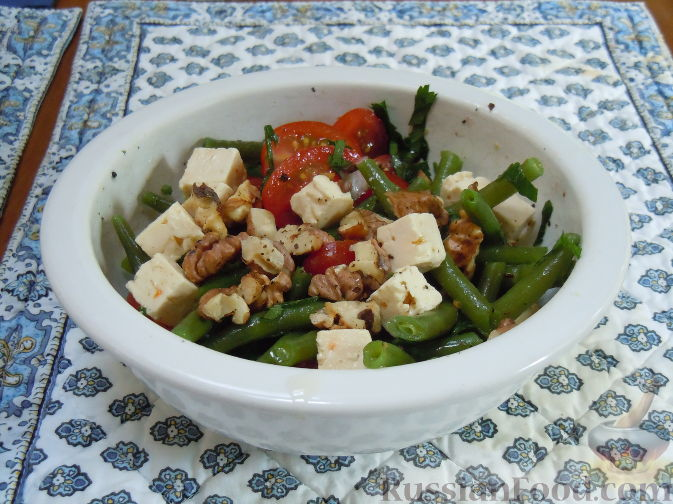Рецепт Летний салат с зеленой стручковой фасолью, сыром фета и грецкими орехами