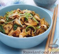 Фото к рецепту: Лапша с грибами и шпинатом