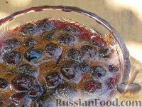 Фото к рецепту: Варенье из вишни с косточкой