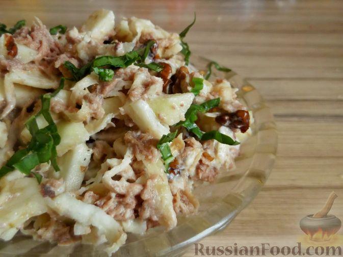 Рецепт Салат из консервированного тунца с яблоками и сельдереем