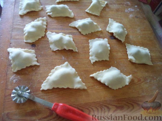 Фото приготовления рецепта: Вареники с вишней или черешней - шаг №13