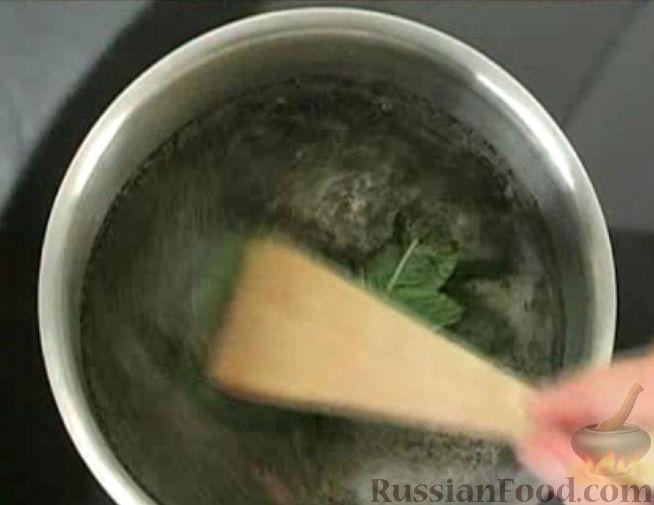Фото приготовления рецепта: Куриные рулеты с авокадо в беконе - шаг №5
