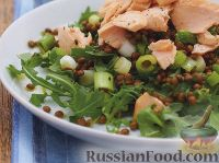 Фото к рецепту: Салат из чечевицы с лососем