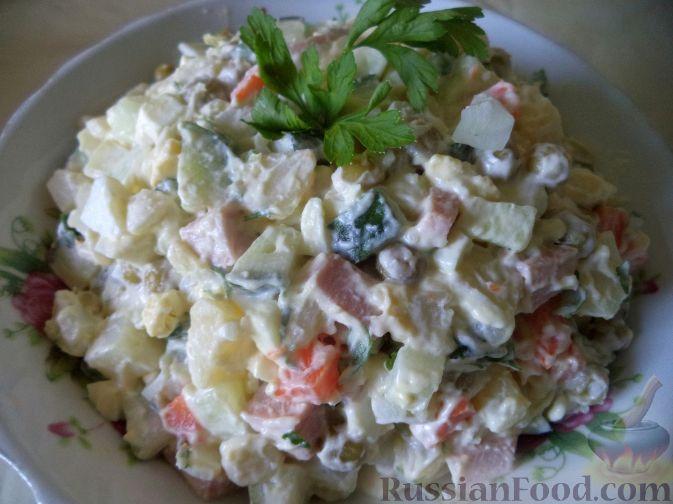 "Рецепт Салат ""Оливье"" с колбасой и свежими огурчиками"