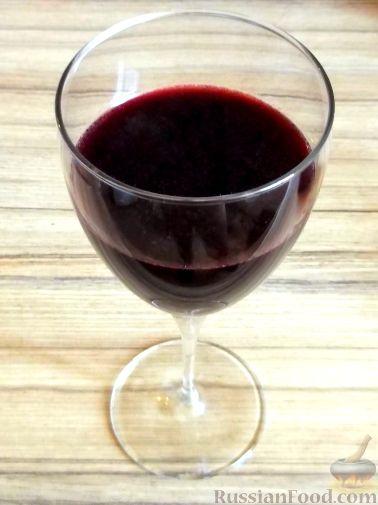 Фото приготовления рецепта: Вино из тутовой ягоды (шелковицы) - шаг №10