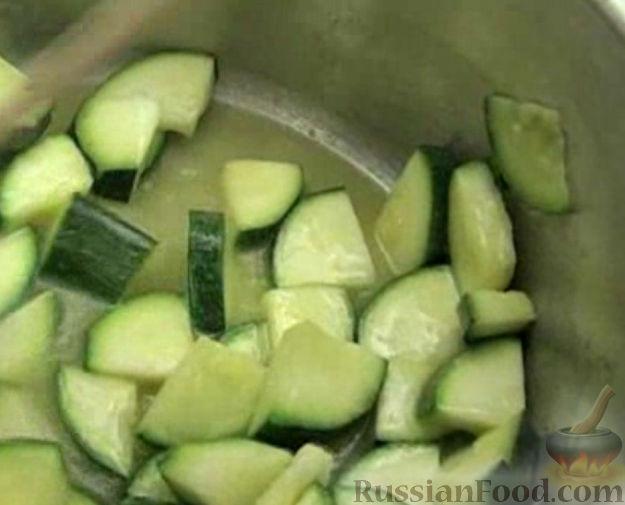 Фото приготовления рецепта: Кабачковый крем-суп - шаг №3
