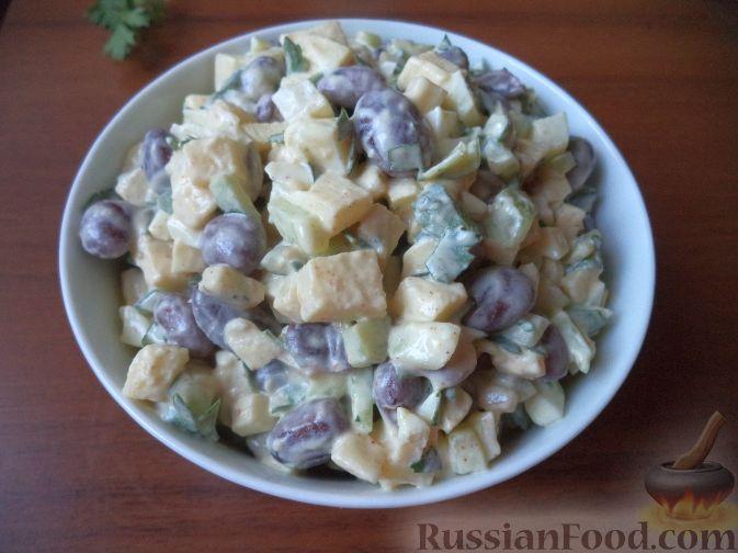Рецепт Салат из фасоли с огурцом и яблоками к шашлыку