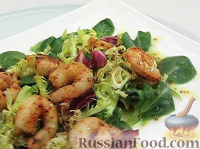 Фото к рецепту: Салат с жареными креветками