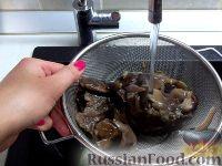 Фото приготовления рецепта: Суп из замороженных грибов - шаг №2