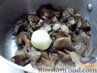 Фото приготовления рецепта: Суп из замороженных грибов - шаг №3