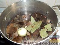 Фото приготовления рецепта: Суп из замороженных грибов - шаг №6