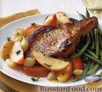 Фото к рецепту: Свиная корейка (челагач) с печеными яблоками и луком