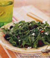 Фото к рецепту: Салат с ежевикой и карамельными орехами