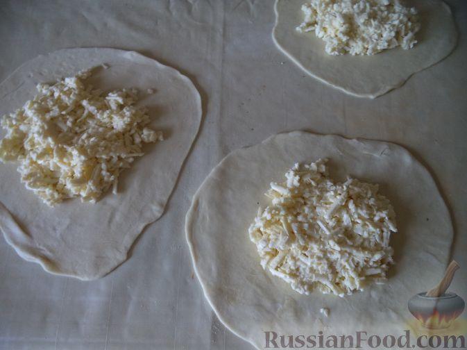 Хачапури с сыром из слоеного теста 7 фотография
