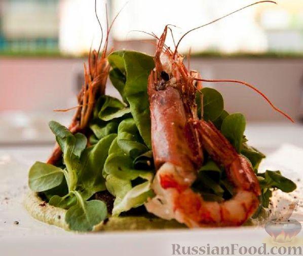 Рецепт Салат с креветками, пюре из брокколи и печеными овощами